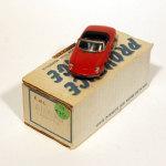 24 Alfa Romeo Duetto rood PM 182 €75